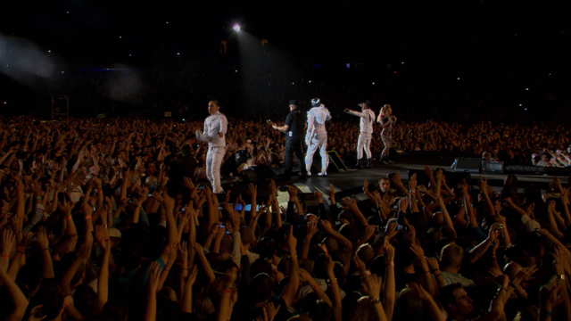 Samsung Smart TV 3D Contents_Black Eyed Peas Paris Concert (3).jpg
