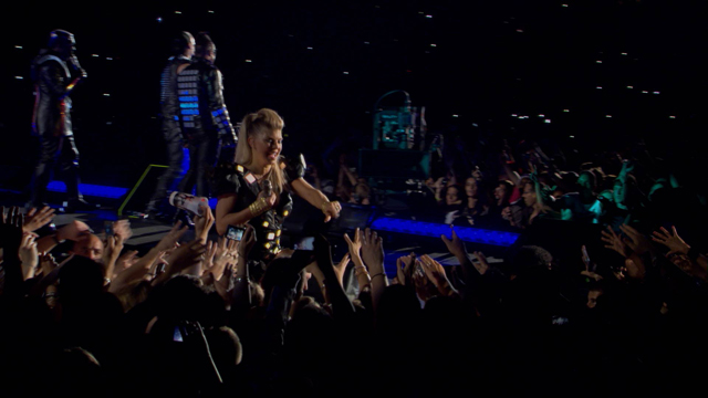 Samsung Smart TV 3D Contents_Black Eyed Peas Paris Concert (4).jpg